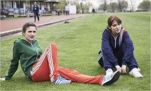 Anna ( Judit Bardos ) avec sa camarade d'entraînement