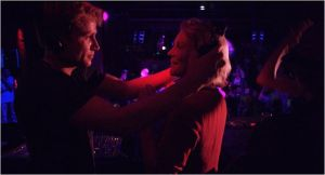 Martha  et Jo  ,  sortie  en boîte de nuit ...