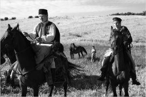 Constatin ( Teodor Corbin) et Son fils ( Mihaï Comanoiu ) à la recherche du bandit