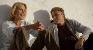Martha ( Marthe  Keller  )  et Jo ( Max Riemelt )    la  cohabitation amicale