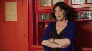 Espaeranza ( Carmen Maura ) chargé de l'assister ..
