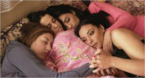 Les quatre amies prostituées se réconfortent
