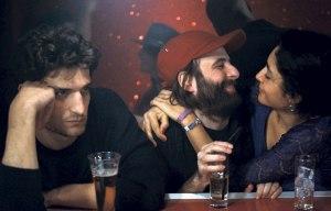 """Le """"trio"""" réuni au bar d'une boîte de nuit ..."""