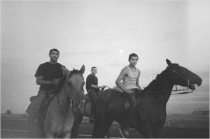 Sortie à cheval dans la plaine ; Au premeir plan à droire : John Reddy