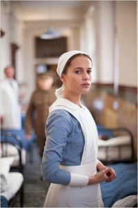 Véra ( Alicia Wikander ) infirmière au front