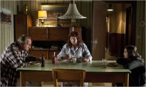 La famille de Dieu réunie à table : Benoit Poelvoorde , Yolande Moreau , Phil Groyne...