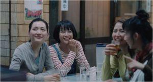 Les quatre soeurs ,réunies  autour  du repas