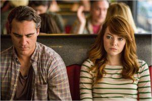 Abe, le prof de  Philo ( Joaquin Phoenix ) et  l'étudiante ( Emma Stone )
