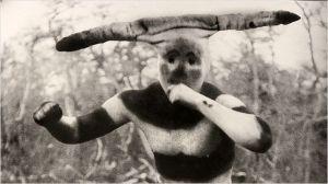 Les peintures sur le corps d'un indigène de Patagonie
