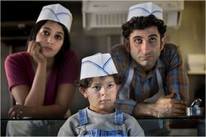 Leila Behkti , Kheiron et leur fils . l'exil en France et la marche vers l'intégration