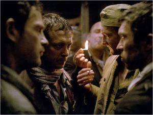 une scène du film , une réunion des  Sonderkommando  en vue de prépare rla rebellion ...