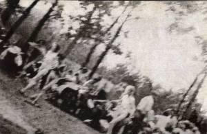 Une des images prise  clandestinement dan le  camp par  des membres  du Sonderkommando