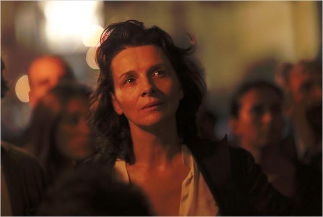 02- Juliette Binoche   au coeur de la  procession