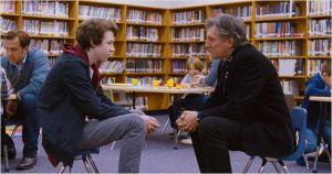 Le fils cadet ( Devin Druid ) face à son père ( Gabriel Byrne )