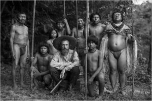 l'thnologue théo ( Jan Bijvoet) en compagnie d'une tribu Indienne d'Amazonie