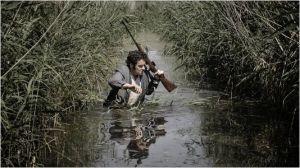 schneider   ( Tom Devispelaere )   dans las marais   à la recherche de sa proie