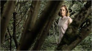 le refuge dans la forêt  pour la fille de  l'écrivain