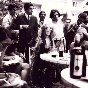 Janis Joplin a une conférence de presse ; Succès oblige ...