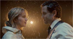 Joy ( Jennfier Lawrence) avec son mari ( Edgar Ramirez ) dont elle divorcera.