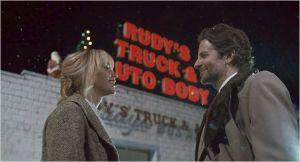 Joy ( Jennifer Lawrence ) et le responsable du Télé-acaht ( Bradley Cooper)