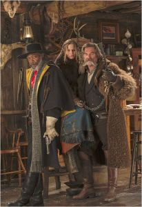 Le commandant Nordiste ( Samuel L. Jackson ) , Le bourreau( Kurt Russell ) et sa prisonnière ( Jennfier Jason Leigh )