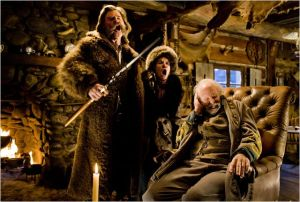 Kurt Russell , Jennifer Jaso Leigh et le Général sudiste assi ( Bruce Dern)
