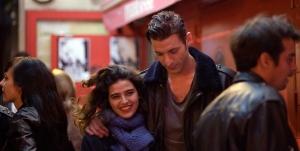 Lina ( Manal Issa ) et Julien ( Damien Chapelle )