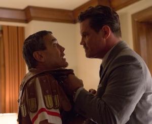 César ( George Clooney ) et Eddie Mannix ( Josh Brolin)
