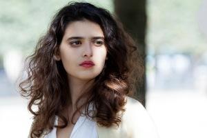 Lina ( Manal Issa ) à la conquête de la France