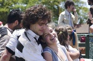 Alejandro  le jeune Rugbymen ( Peter  Lanzani ) en compagnie de sa petite amie (Stefania Koessl )