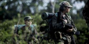 Maria ( Karen Torres ) elle aussi au coeur de la jungle et des combats ...