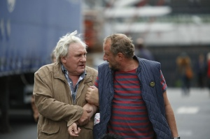 jean ( Gérard Depardieu) et son fils Benoît ( Benoît Poelvorde )