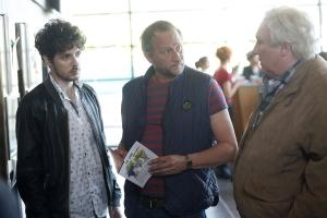le jeune chauffeur de taxi ( Vincent Lacoste ), Gérard Depardieu et Benoît Poelvoorde