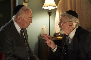 A gauche Zev ( Christopher Plummer ) face à son ami Max ( Martin landau)