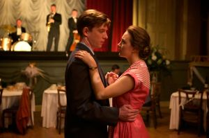 Eilis ( Saoirse Ronan) avec son soupirant Irlandais ( Domhnall Gleeson )