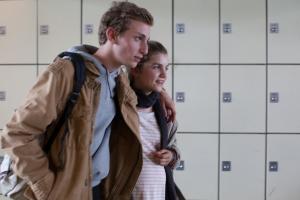 Maxime ( Kacey Mottet Klein ) et Mélanie ( Galatea Bellugi )