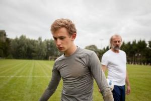 Maxime ( Kacey Mottet Klein) sur le térrain d'entraînement ... ,
