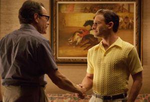 Dalton Trumbo ( Bryan Cranston ) et Kirk Douglas ( Dean O' Gorman )