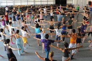 une scène de danse collective...