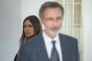 au second plan , Anna ( Géraldine Pailhas) la femme de Paul ( Thierry Lhermitte
