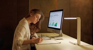 Nora ( Ahathe Bonitzer ) dans son bureau d'etreprise