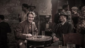 après l'osmose au travail , les sorties amicales pour Maw ( Colin Firth ) et Thmas ( Jude Law )