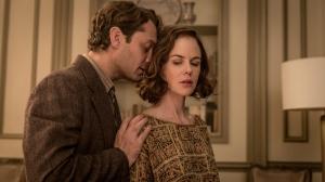 Thomas ( Jude Law) et sa maîtresse , ( Nicole Kidman )