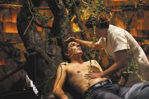 Léo ( Damie, Bonnard ) attaché à l'Arbre de vie...