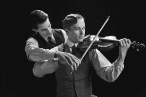 Adrien( Pierre Niney)  et son ami Frantz ( Anton Von Luke )