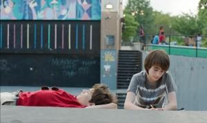 Tony ( ) et Jake ( Théo Taplitz), les deux amis en révolte ...