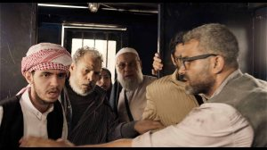 dans le camion , discussions entre manifestants arrêtés