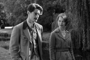 Adrien ( Pierre Niney)  et  Anna ( Paula Beer )