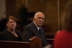 aux obsèque , le beau-père de Ben ( Frank Langella ) concote sa vengenace...