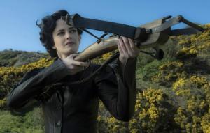 Miss Peregrine ( Eva Green ) veille à la protection de ses enfants particuliers